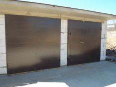 Заводские гаражные ворота с установкой