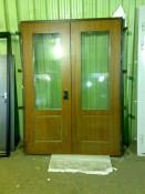Дверь двойная с большими окнами из стеклопакетов