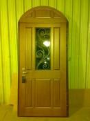 Дверь с арочным добором и прямоугольным стеклопакетом