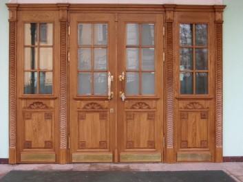 Дверь для входной группы с массивом