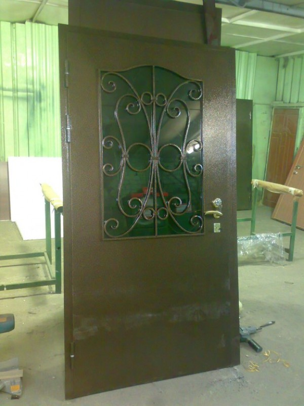 металлические двери со стеклом в звенигороде