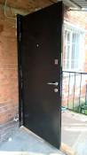 Установка металлических дверей с доставкой