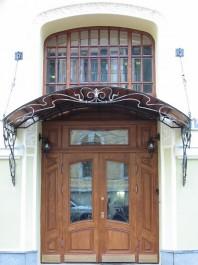 Двери и козырьки для парадного входа
