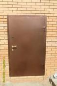 Крепкая стальная дверь для гаража