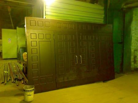 Большие нестандартные входные двери
