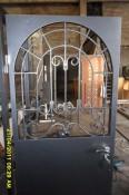 Дверь тамбурная с окном и ковкой внутри - производство..