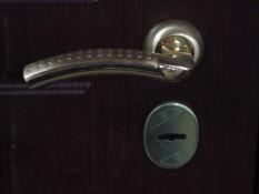 Ручка и накладка хром на металлическую дверь