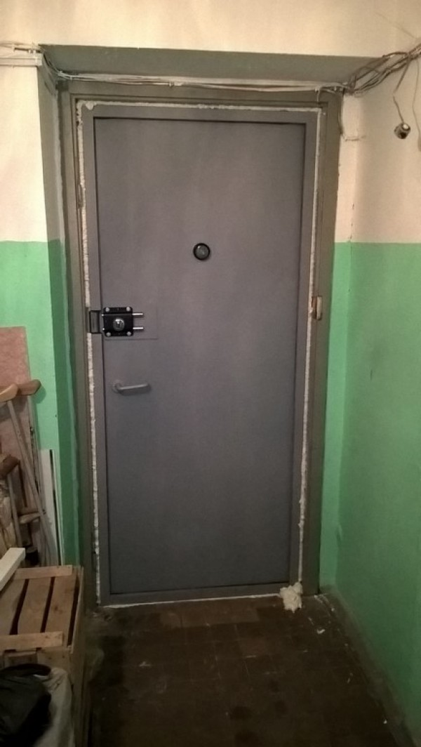 железная дверь в тамбур в зеленограде