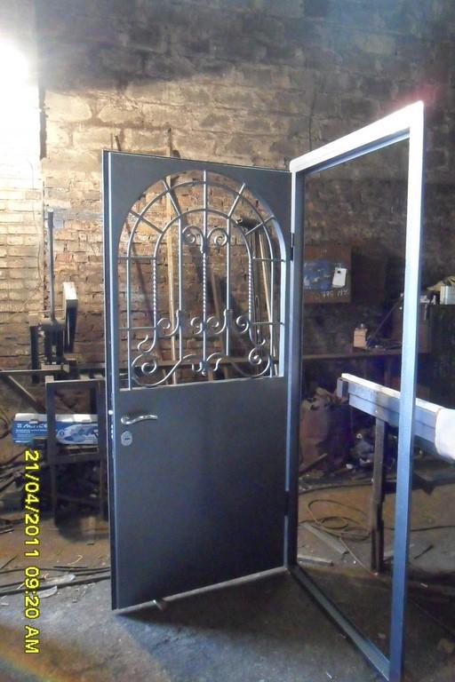 производство железных дверей с ковкой