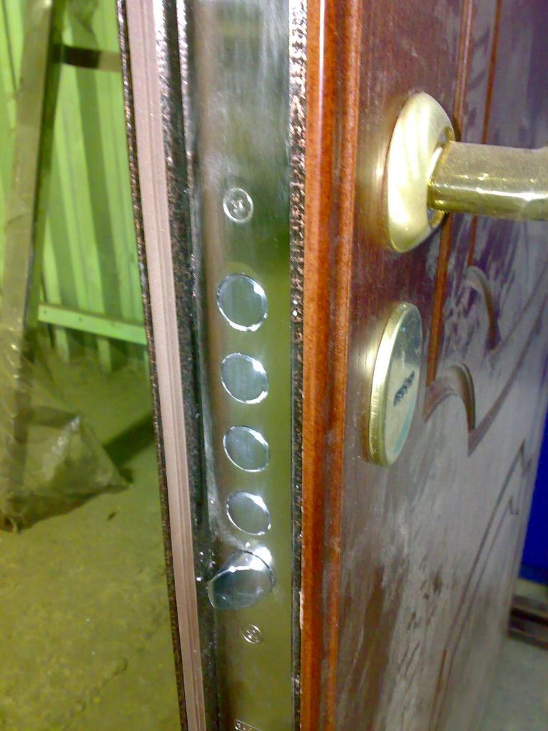 установка металлических дверей в кубинке