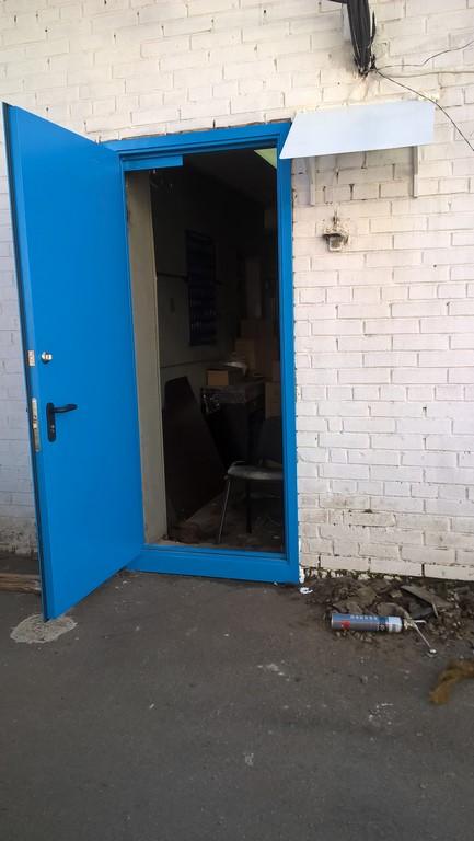 дверь металлическая уличная для складских помещений
